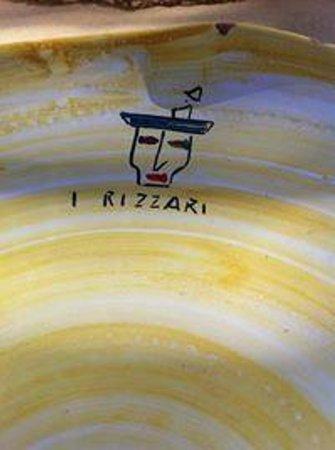 I Rizzari : piatto di ceramica con logo