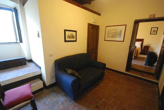 Abbazia San Pietro in Valle: Entrance hall in room