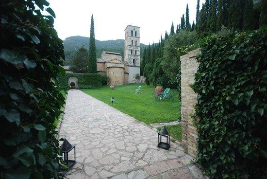 Abbazia San Pietro in Valle: Entrance gate