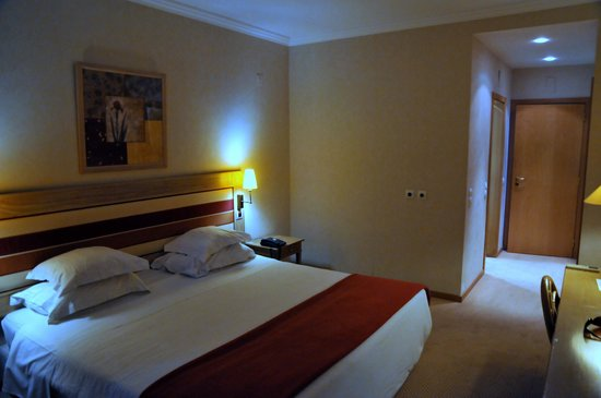 Riviera Hotel Carcavelos: Спальня. Кровать.