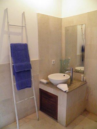 The Island Hotel: baño