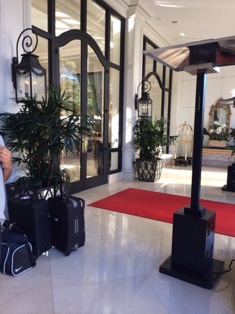 Beverly Hills Plaza Hotel: Hotel entrance
