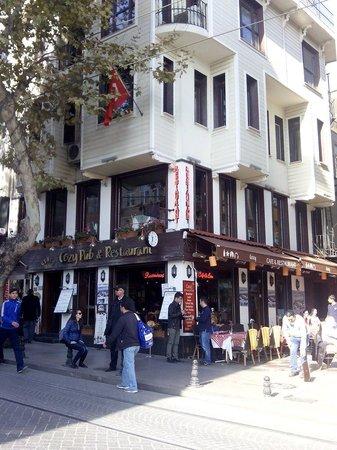 Cozy Restaurant Cafe & Pub: L'entrata