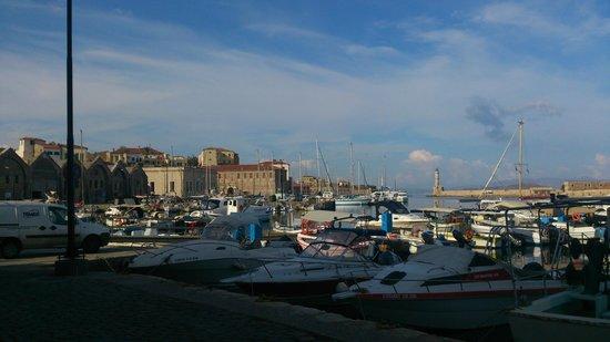 Porto Veneziano Hotel: Hafen von Chania