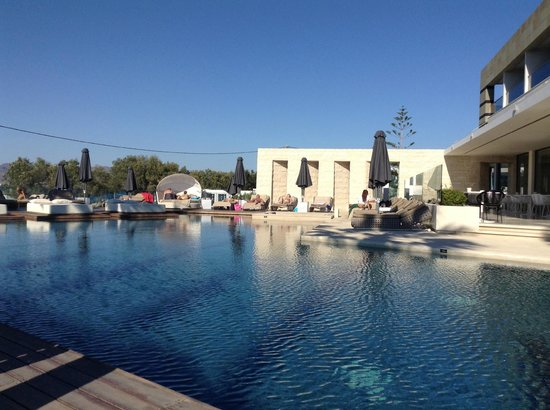 Aqua Blu Boutique Hotel + Spa : Great pool and comfy loungers