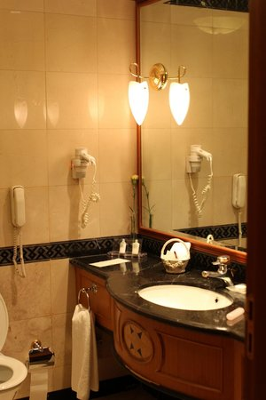 Sofia Hotel Balkan, a Luxury Collection Hotel: Smart Room - Bathroom