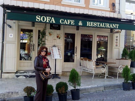 Sofa Cafe & Restaurant : L'entrata del Sofa