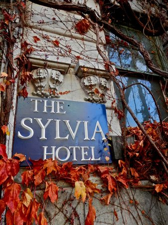 Sylvia Hotel: Lovely stay, nightly entertainment and friendly staff