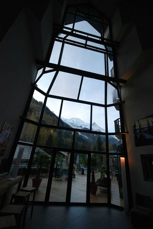 Hotel Les Aiglons Resort & Spa: View from reception to Mont Blanc