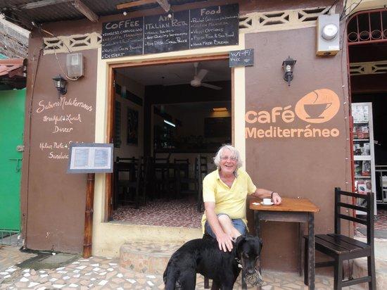 Cafe Mediterraneo: Dog is friendly too