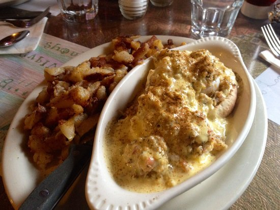 Log Cabin Cafe & Ice Cream: Lobster Benedict
