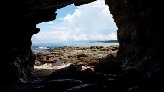 Hibiscus House Bed & Breakfast: Find the hidden cave on the island