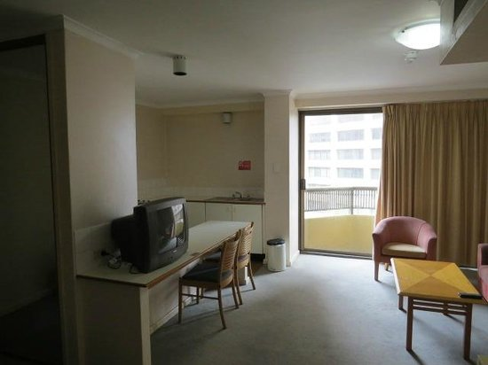 Oaks Hyde Park Plaza : A small kitchenette in the back