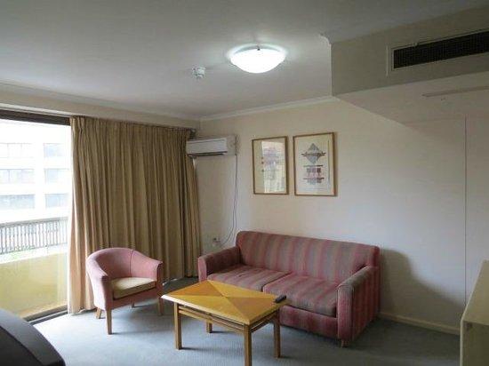 Oaks Hyde Park Plaza : Living room - needs more lighting