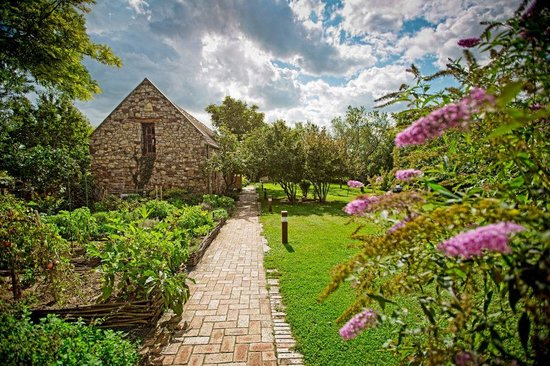 Kali Art Inn_Spice garden_Honeymoon suite
