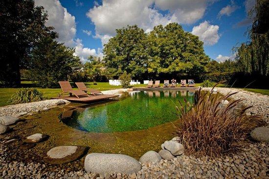 Kali Art Inn: Lake_chill out area