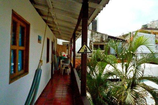 Makako Chill Out Hostel : vue du corridor