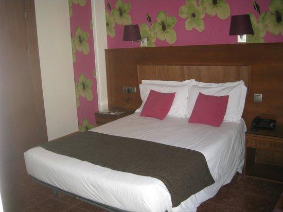 Hotel Lloret Ramblas : habitacion
