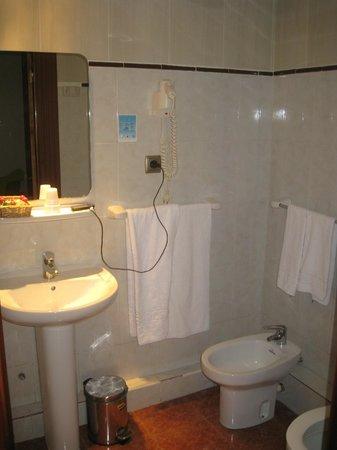 Hotel Lloret Ramblas : el baño