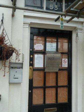 Royal Court Apartments: Hotel clausurado