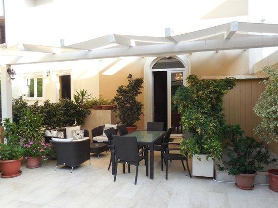 La Peonia Boutique B&B: Lounge im Innenhof