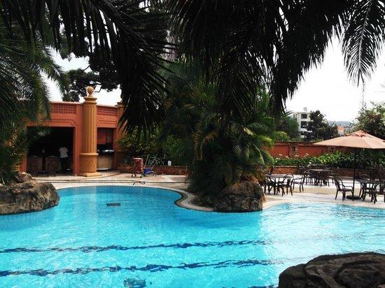 Kampala Serena Hotel: Pool