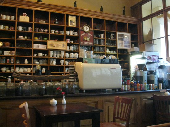 T H Roberts Coffee Shop : Beautiful interior