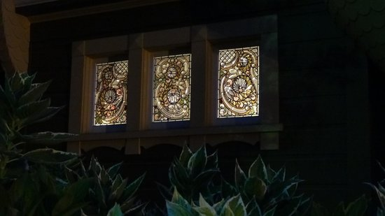 Winchester Mystery House: beautiful stained glass