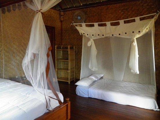 Merta Sari Balangan Bungalows : cama adicional