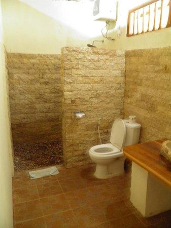 Merta Sari Balangan Bungalows : baño