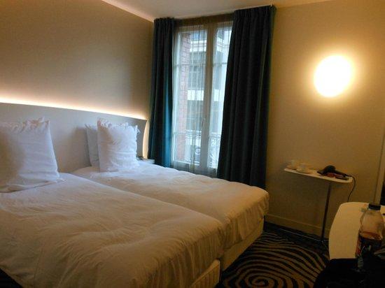 Mercure Paris Levallois Perret: Our room :)