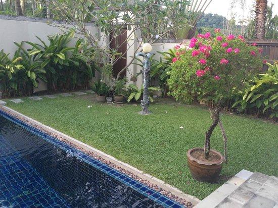 Villa Suksan : jardin