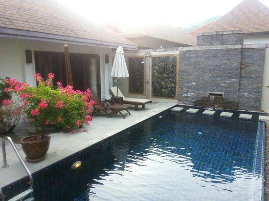 Villa Suksan : piscina