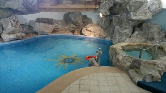 Hotel Savoy Palace - TonelliHotels: piscina interna