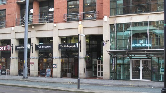 Premier Inn Manchester Central Hotel : Costa and Tabletable