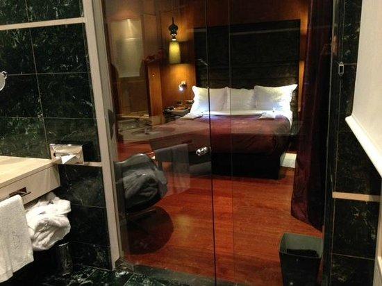 Hotel Banke: porte des toilettes transparente