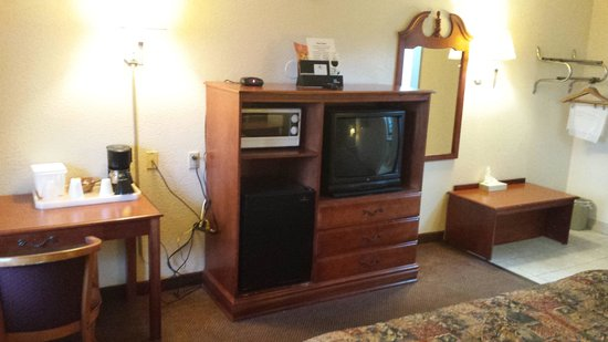 Economy Inn: tv  refridg  and microwave