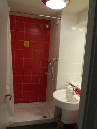Travelodge Barcelona Poblenou: Bathroom Room 813
