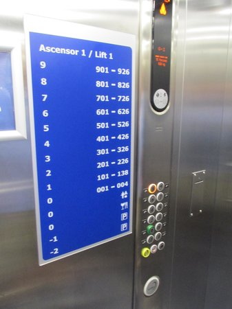 Travelodge Barcelona Poblenou: Elevator
