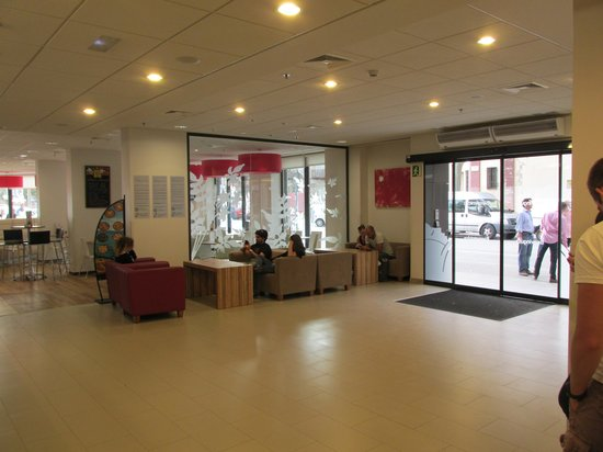 Travelodge Barcelona Poblenou: Lobby