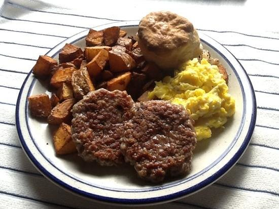 Kenosha Cafe: Fisherman Breakfast with house made sausage
