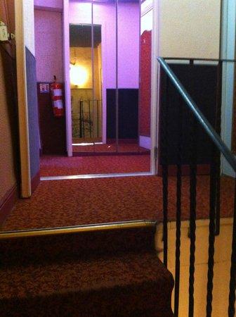 Hotel Mignon: couloir
