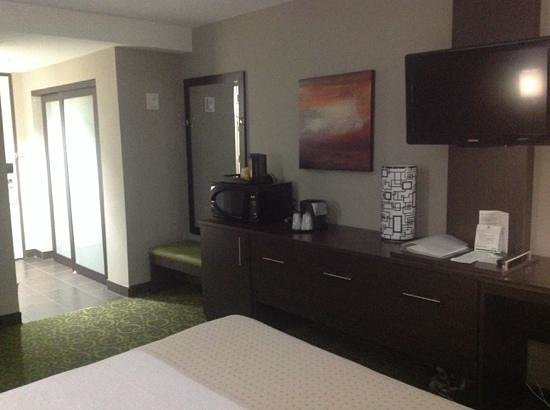 Holiday Inn Winnipeg Airport - Polo Park: Room from bed toward door