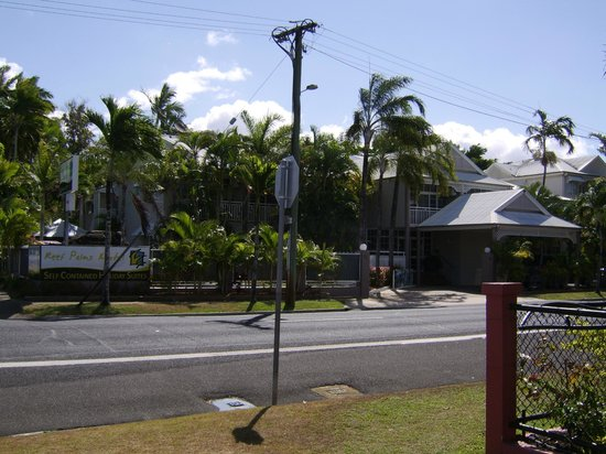 Reef Palms : view of building from across the road