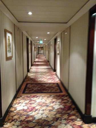 Millennium Gloucester Hotel London Kensington: A lovely hallway..
