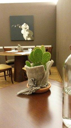 Decorazione tavolo e parete - Picture of Restaurant I Caffi, Acqui ...