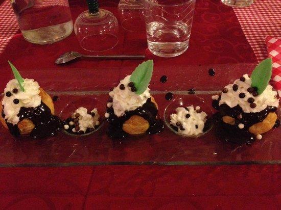 L'Als'Assiette : Десерт: профитроли с мороженым