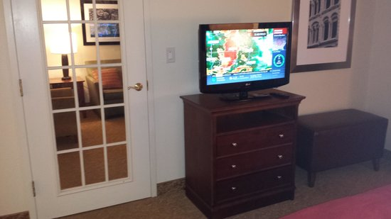 Country Inn & Suites By Carlson, Anderson: Personal TV in Bedroom with Privacy Door