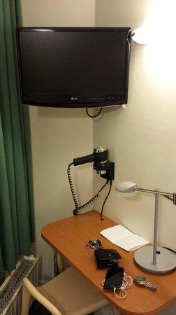 Kensington West Hotel : TV