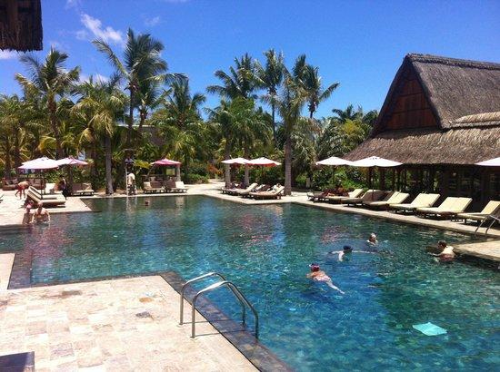 Club Med La Pointe aux Canonniers: La piscine.....